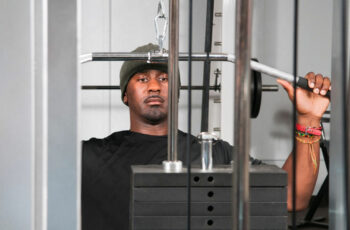 How To Use The Lat Pulldown Machine